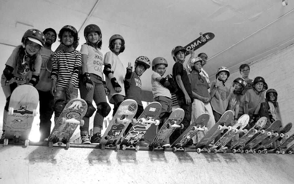brooklyn-skaters-on-the-edge-bw